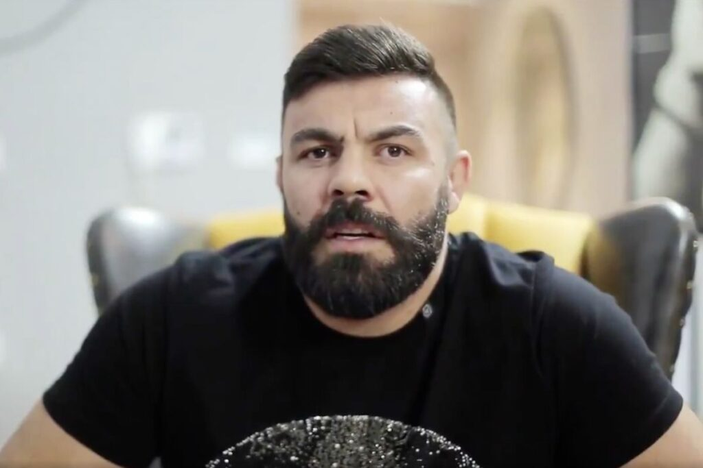 گفتگوی ویدئوی امیرعلی اکبری با سایت وان چمپیونشیپ
